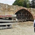 Arslan, tarihi Taş Köprü'de incelemelerde bulundu