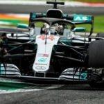 Hamilton, Ferrari'nin evinde kazandı!