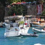 Teknede mahsur kalanlar kurtarıldı