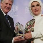 Emine Erdoğan'a 'İnsani Takdir Ödülü' verildi
