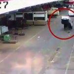 Mazgala takılan araç havaya fırladı: 2 yaralı