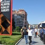 Antalya'daki ucuz döviz alma bahanesiyle dolandırıcılık iddiası