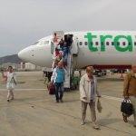 """Havalimanında """"1 milyonuncu yolcuya"""" çiçekli karşılama"""