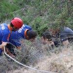 Yamaçta mahsur kalan yaralı paraşütçü kurtarıldı