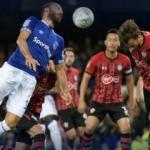 Cenk Tosun'lu Everton penaltılarda elendi!