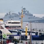 Savaş gemisi Çanakkale Boğazı'ndan geçti