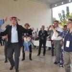 AB Büyükelçileri Aydın'da fes giydi zeybek oynadı