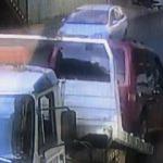 Çekiciden düşen araçla minibüs arasında kaldı!