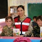 Jandarmadan köy okuluna kitap hediyesi