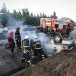 Adana'da devrilen otomobil yandı