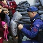 GÜNCELLEME 4 - Adada mahsur kalan düzensiz göçmenler kurtarıldı