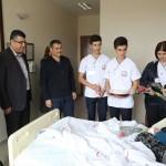Darendeli öğrenciler hastaları ziyaret etti