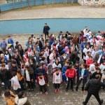 Güroymak'ta öğretmen ve öğrenciler çöp topladı
