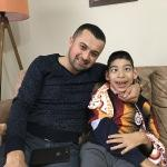 AK Parti'li gençler, engelli çocuğu sevindirdi