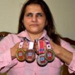 Engel tanımayan Gülten, madalyaları topluyor
