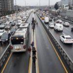 Metrobüs arızalandı: Vatandaş yürüdü
