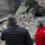 Siirt'te evleri yıkılan aileye Kızılay'dan destek