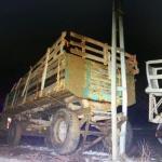 Traktörle elektrik direğine çarpan sürücü akıma kapılarak öldü