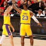 LeBron ve Lonzo Ball'dan çifte triple double
