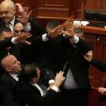 Arnavutluk Başbakanı Edi Rama'ya yumurtalı saldırı