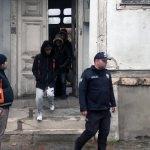 Yaktıkları ateş düzensiz göçmenleri ele verdi