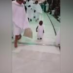 Sosyal medyada rekor kırdı! Küçük çocuğun Hac ibadeti