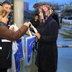 Aydın'da belediyeden bez torba dağıtımı