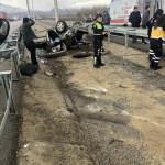 Yola çıkan köpeğe çarpan otomobildeki 2 asker yaralandı