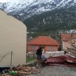 Antalya'da şiddetli fırtına evin çatısını uçurdu