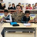 """Öğrencilere """"Jandarma Çocuk Dergisi"""" verildi"""