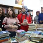 """""""Kütüphanesiz okul, kitapsız öğrenci kalmasın"""" kampanyası"""