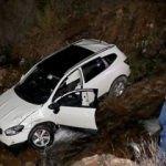 Otomobil dereye düştü: 1 ölü