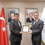 Vali Gül'den Kaymakam Şahin'e başarı belgesi