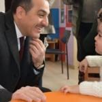 Küçük kızın Vali'ye verdiği cevap gülümsetti
