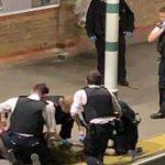 Londra'da tren istasyonunda palalı adam paniği