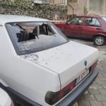 Otomobilin camını levyeyle kıran zanlı güvenlik kamerasında