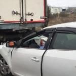 Manisa'da otomobil kamyona çarptı: 1 ölü, 2 yaralı