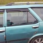 Dehşet! Genç kadın giden araçtan kendini attı