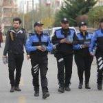 Adana polisi sokak sokak dolaşıp vatandaşı uyarıyor!