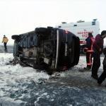 Malatya'da minibüs devrildi: 10 yaralı