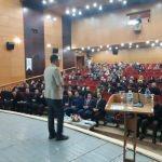 """Hakkari'de """"Aile İçi İletişim ve Gençlik"""" semineri"""