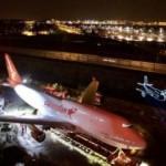 Türk iş adamları Hollanda'da otel bahçesine uçak koydu