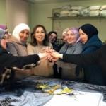 Modacı Zeynep Kartal'ın sığınmacı Suriyeli kadınlarla tasarımları Londra'da sergilenecek