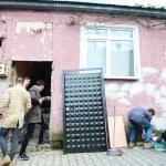 Meslek lisesi öğrencileri eskiyen evleri onarıyor