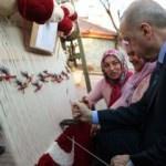 Erdoğan Türk bayraklı halıya ilmek attı