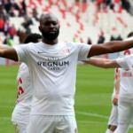 Antalyaspor 7 haftalık hasreti Sivas'ta bitirdi!