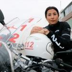Kadın sağlıkçı vakalara motosikletle ulaşıyor