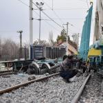 Lokomotiften ayrılan vagonlar yük trenine çarptı