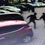 Ümraniye'de sokak ortasında silahlı saldırı kamerada