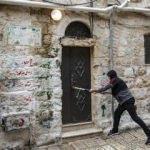 Yahudi işgalciler Kudüs'te Filistinli ailenin evine el koydu